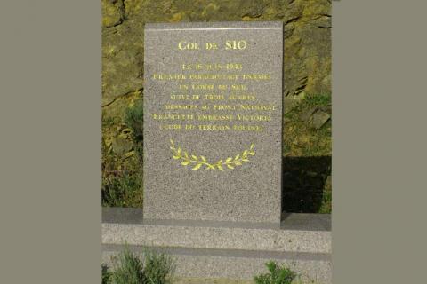 Plaque commémorative au col de Sio